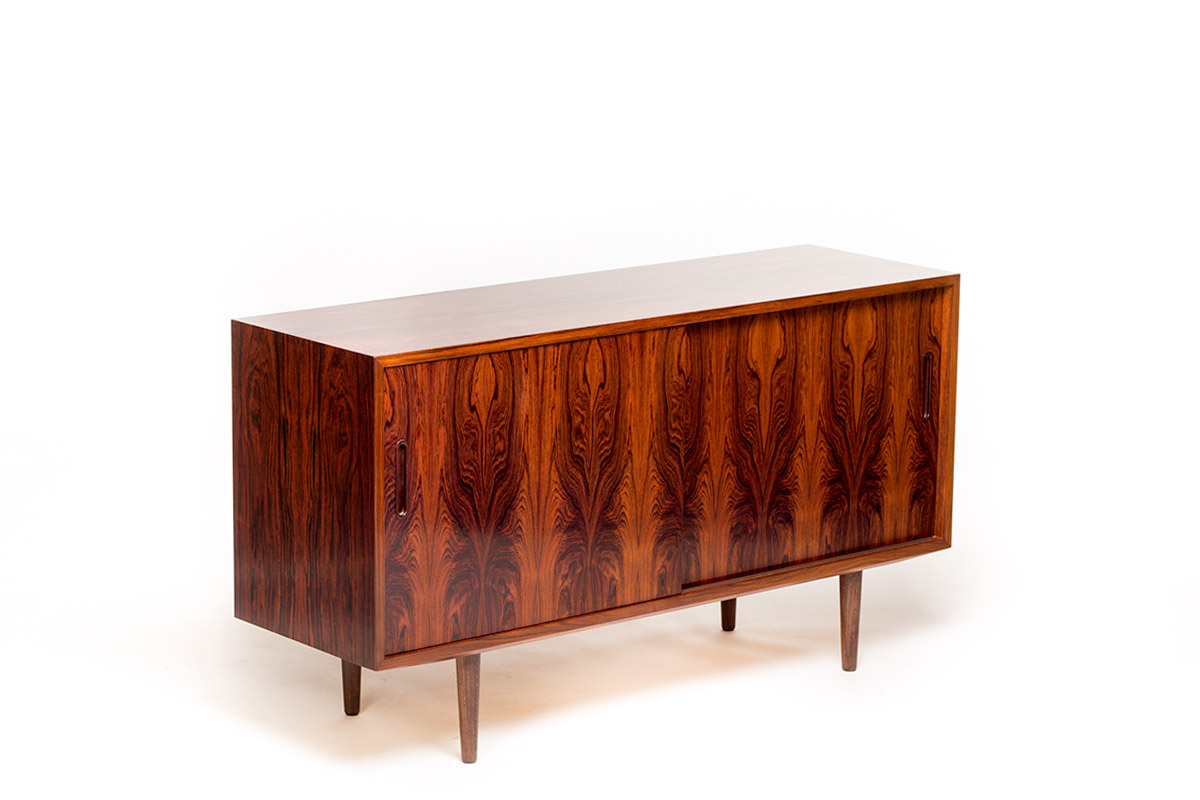 Vintage rosewood sideboard by carlo jensen for hundevad for Danish furniture